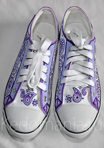 Кеды для невесты. Приятный нежный рисунок на обуви.